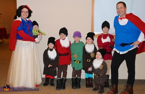 snow_white_n_the_7_dwarfs_and_prince_charming