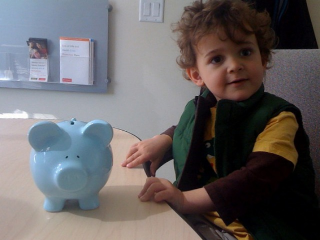 Zacharie Piggy At The Bank
