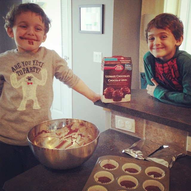 Guess whose turn it was to lick the spoon? #baking #lmdblogger #cupcakes #getyourbettyon @bettycrocker #Charlie #zacharie