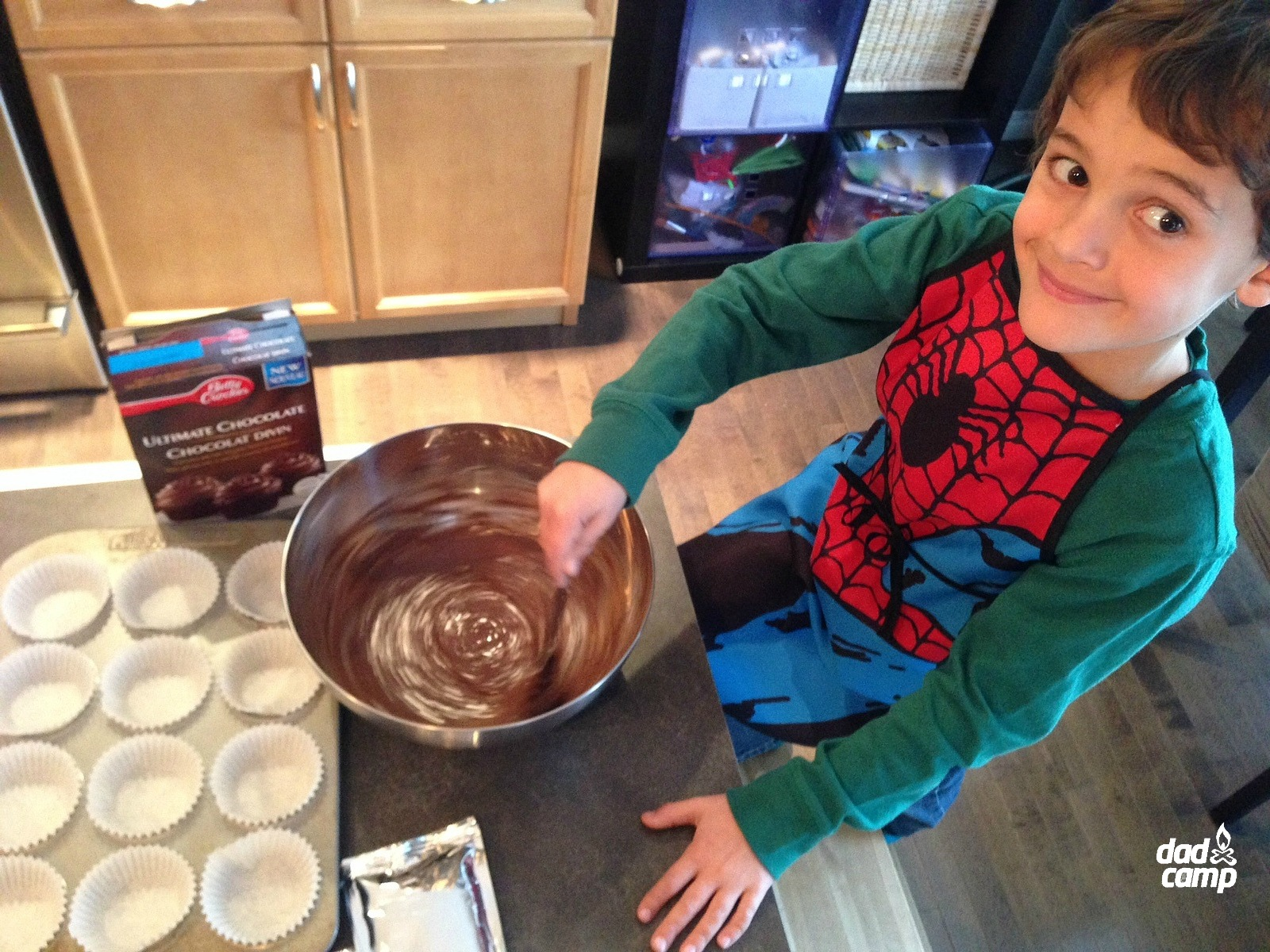 Zacharie Baking Cupcakes