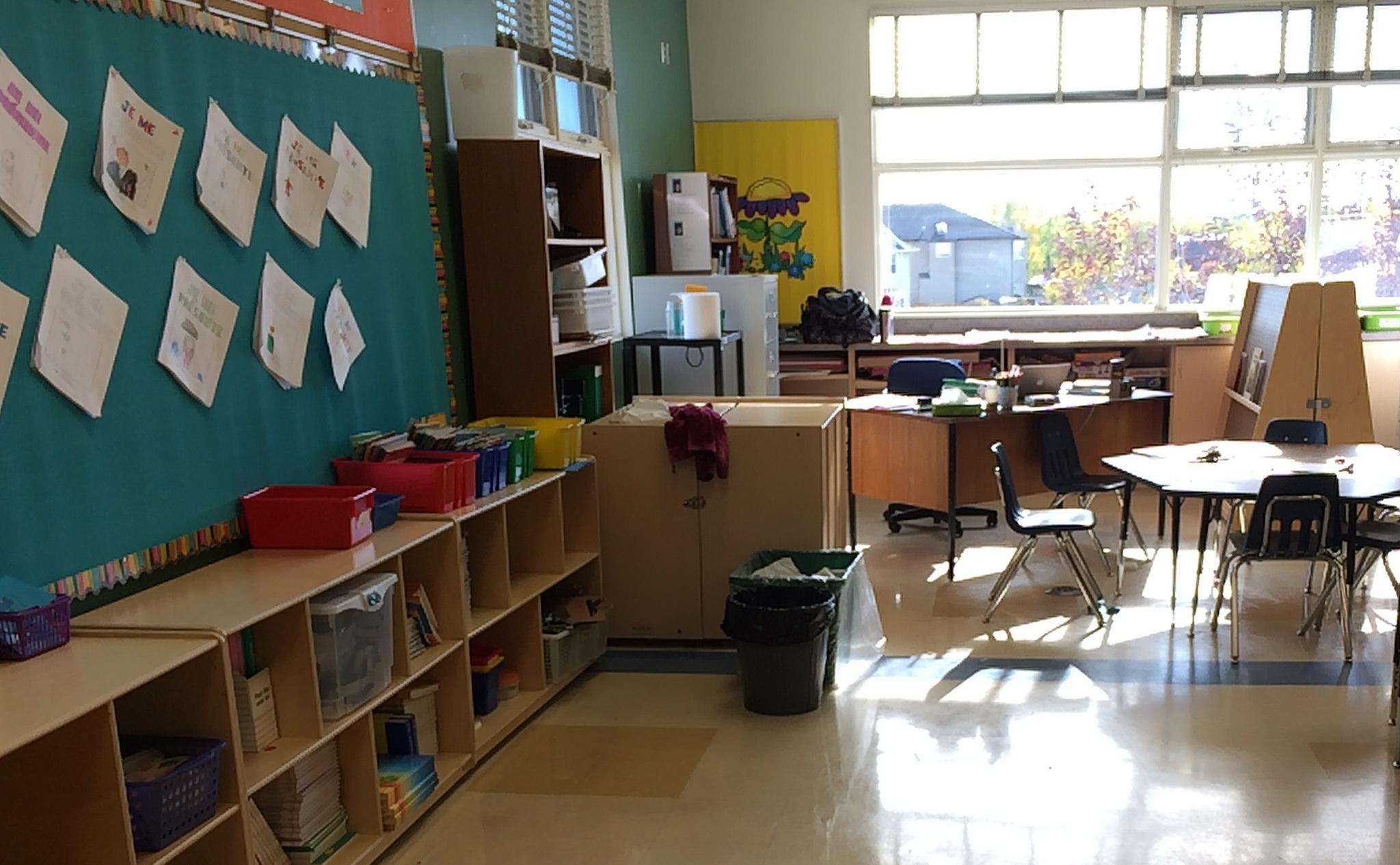 empty classroom with teacher - photo #37