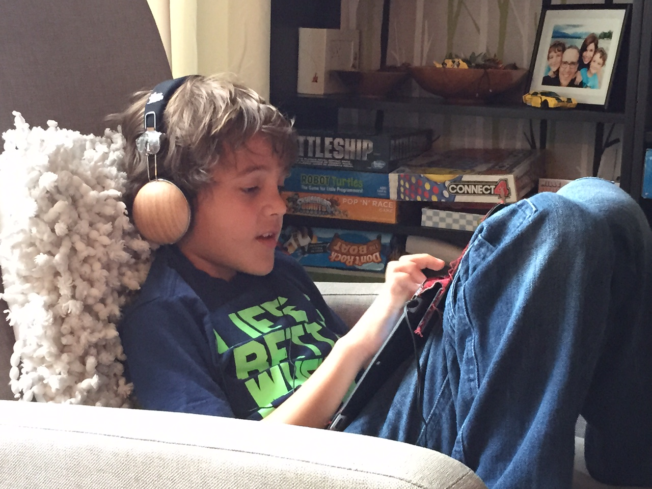 Zacharie Writing on his iPad