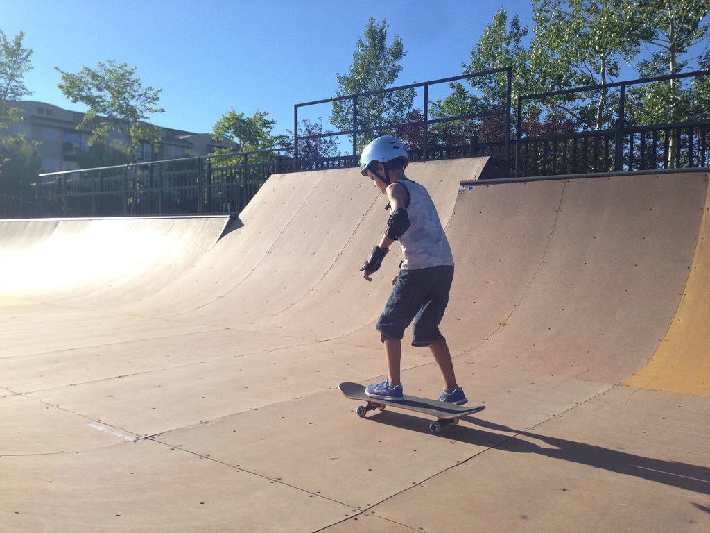 Zacharie skateboarding
